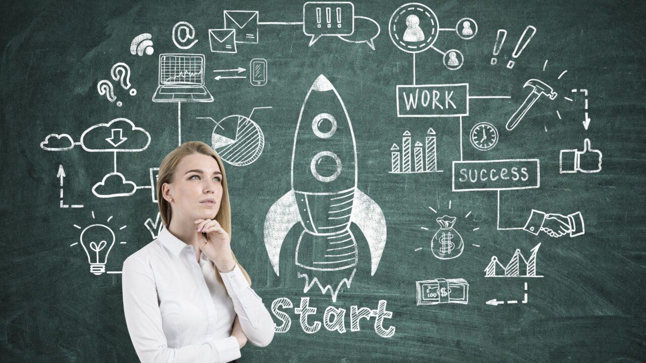 Mujer pensando estrategia para empresas unicornio